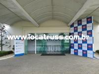 backdrops e totens para sinalização